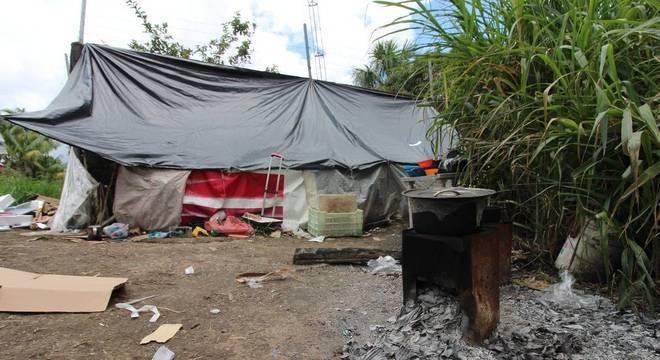 No barraco da família Torres também vivem 9 pessoas escondidas na mata