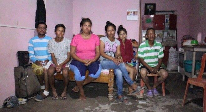 Nove venezuelanos dividem casa de 15 m² em Pacaraima (RR)
