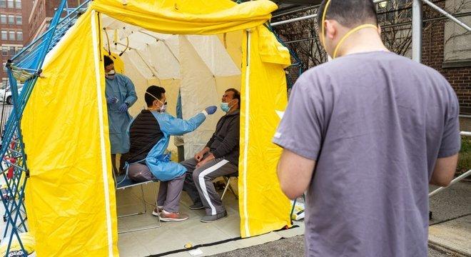 A epidemia de covid-19 está levando os sistemas de saúde dos países mais afetados ao limite
