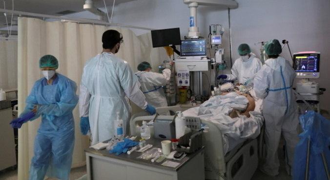 UTIs lotadas deixam profissionais de saúde sobrecarregados