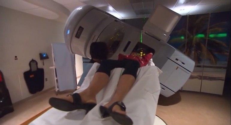 Paciente passa por exame em hospital
