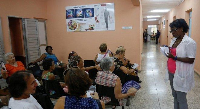 A exportação de serviços de saúde é a principal fonte de renda internacional de Cuba e vai ser abalada pela saída do Mais Médicos