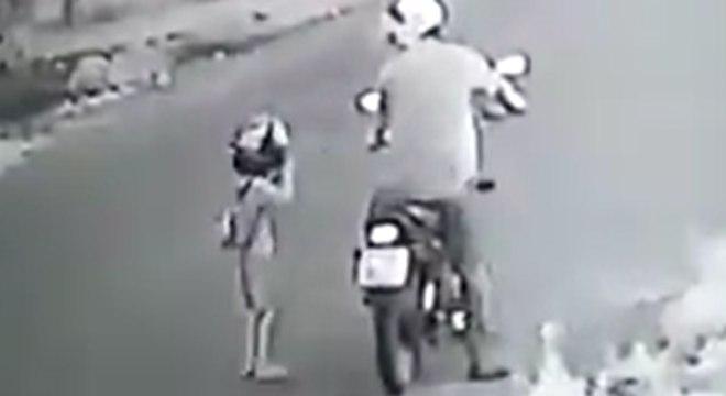 Resultado de imagem para Padrasto dá chute no peito de enteado de quatro anos; veja vídeo