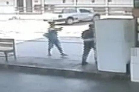 Câmeras do posto de combustível flagraram o crime