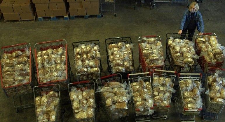 Mais de 1.300 pães serão doados a pessoas com dificuldades financeiras na pandemia