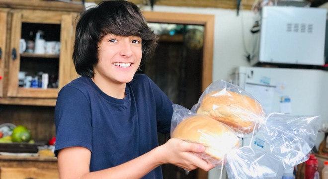Raul aprimorou a receita e oferece os pães em diversos sabores