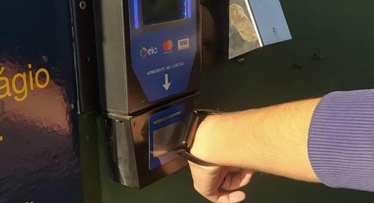 Usuários podem utilizar smartwatches para fazer pagamentos por aproximação