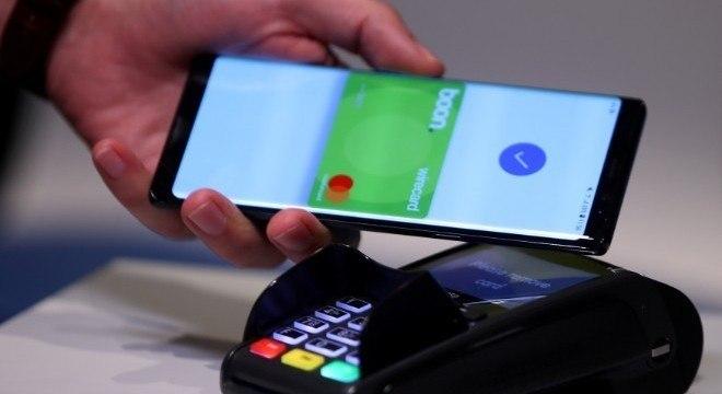 Pagamento por aproximação evita contato com dinheiro de papel