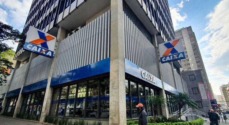 Vista de agência da Caixa Econômica Federal em Curitiba (PR)