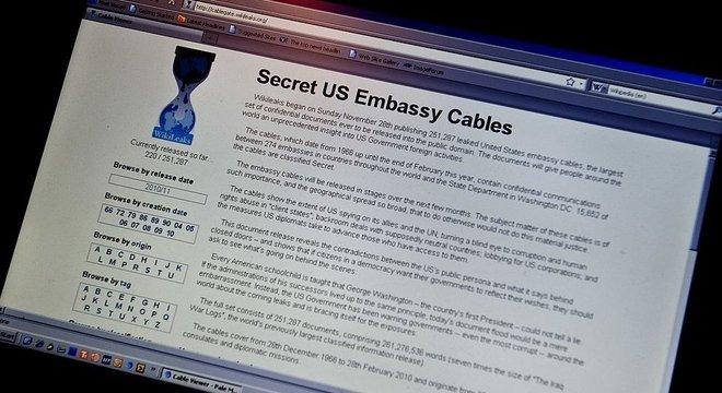 EUA diz que Assange atacou computador do governo americano e vazou dados protegidos por sigilo