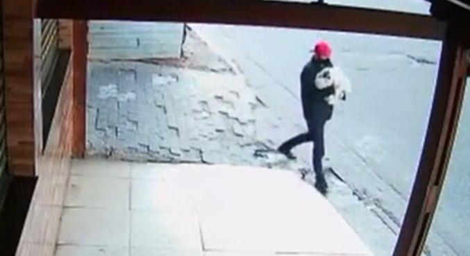 Suspeito foi buscar a criança assim que a vítima deu a luz