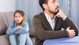 Filha diz que estuda mas não mostra boleto; pai precisa pagar pensão? ()