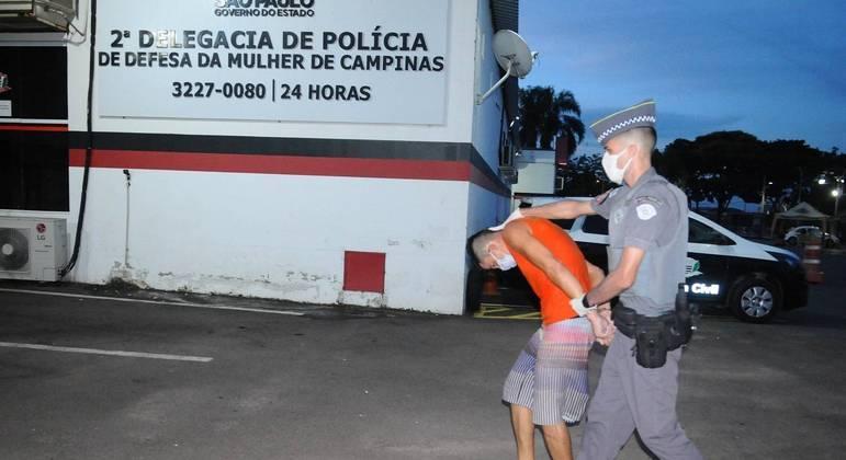 Pai é preso por manter menino acorrentado em tonel em Campinas