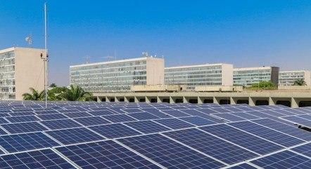 Painéis de energia solar na Esplanada dos Ministérios, em Brasília