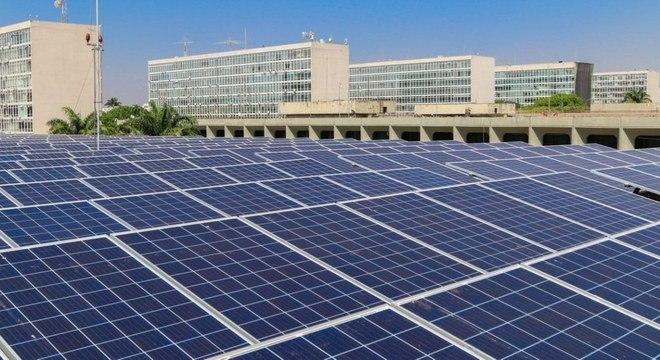 Painéis solares podem ser implementados para gerar energia renovável