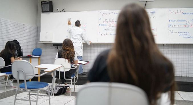 Pais e responsáveis de estudantes da rede estadual poderão receber bolsa mensal de R$ 500