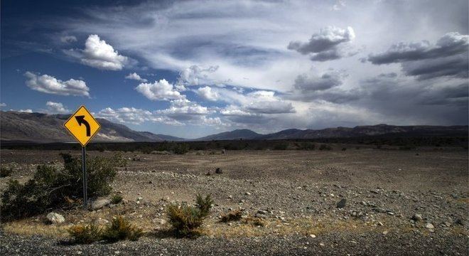Vale da Morte é um grande deserto com dunas de areias e canyons