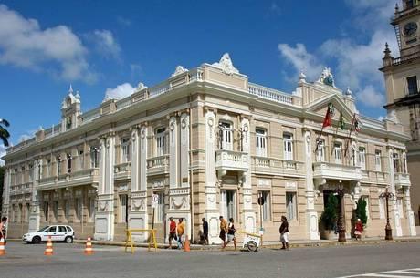 Ex-governadores da Paraíba recebem R$ 25,5 mil