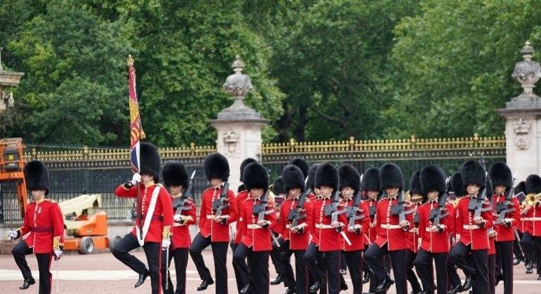 Cerimônia da troca da guarda do Palácio de Buckingham, em Londres