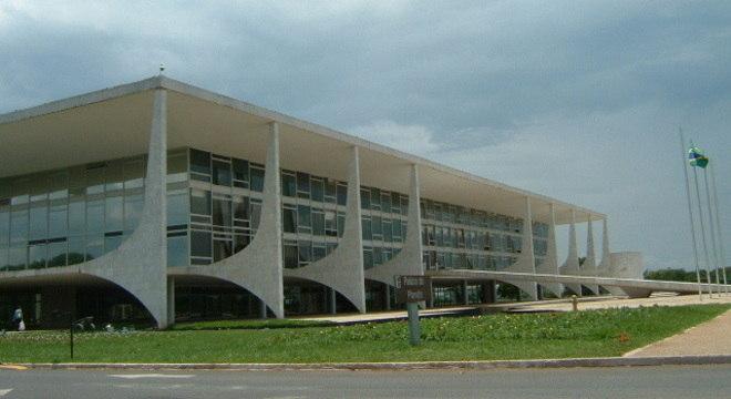 Jornalistas que cobrem Brasília se arriscam a dizer que o ministro pode cair