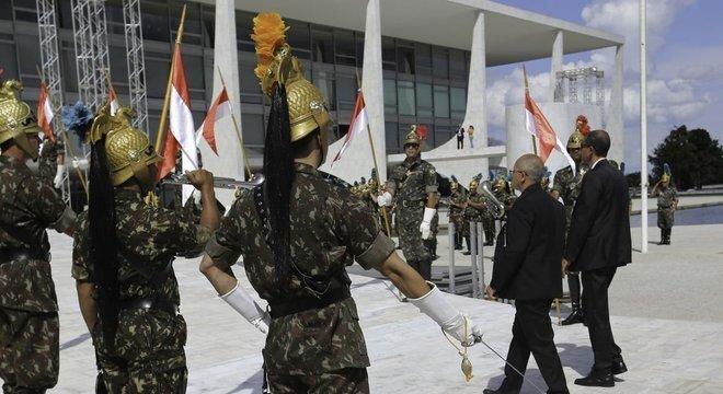 Ensaio no Palácio do Planalto para a cerimônia de posse presidencial; evento deve contar com 12 chefes de Estado