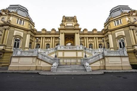 Governo do RJ paga pensão a dois ex-governadores