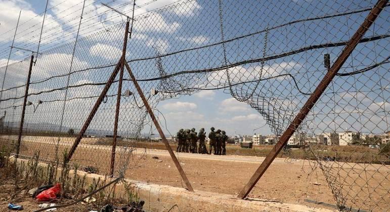Prisioneiros palestinos escapam por um túnel de prisão israelense