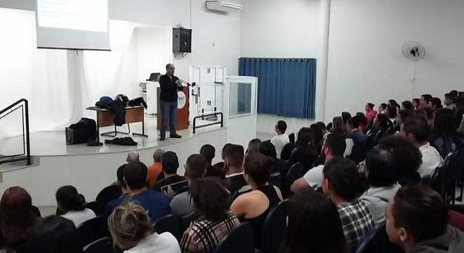 Durante palestra na ETEC de São Pedro/SP