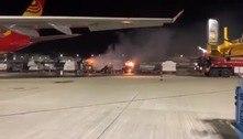 Carregamento de celulares pega fogo em aeroporto em Hong Kong