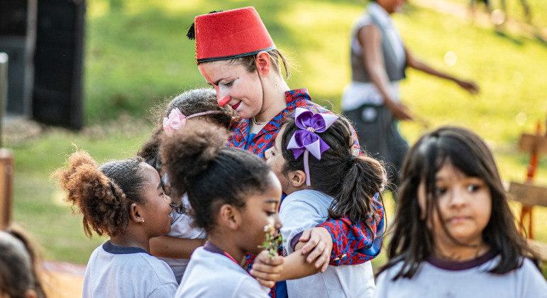 Palhaços Sem Fronteiras trazem nova campanha para celebrar as crianças