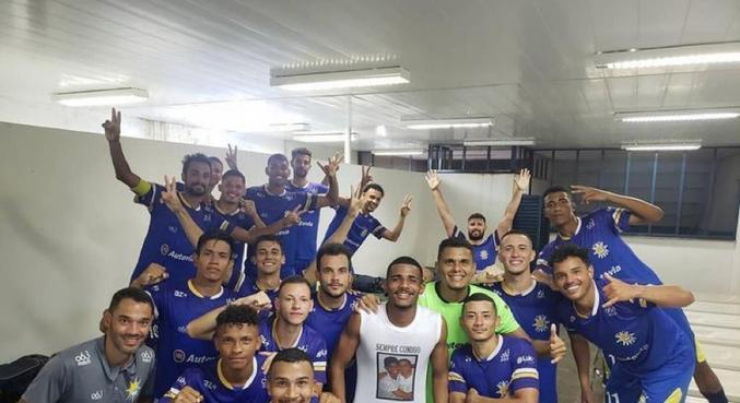 Jogadores do Palmas comemoram avanço na Copa Verde e ida a Goiânia (GO)