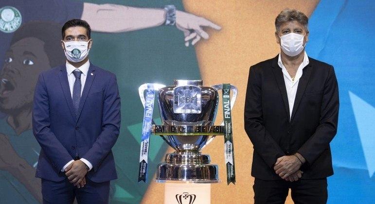 Palmeiras e Flamengo. A Libertadores, como em 2020, virou Copa do Brasil