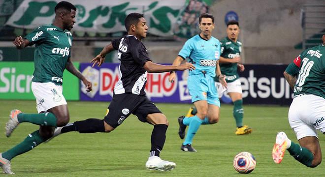 A Ponte foi um adversário inferior tecnicamente. O Palmeiras não passou susto