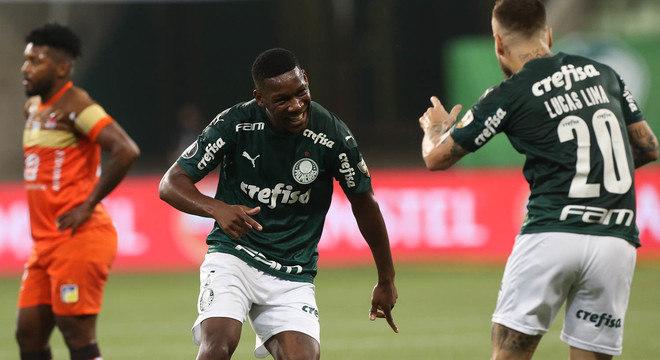 Palmeiras goleou o Delfín. 5 a 0. Segue a melhor campanha, disparada, na Libertadores