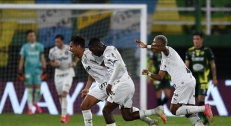 A alegria de uma vitória injusta do Palmeiras. Time jogou espaçado. E com medo