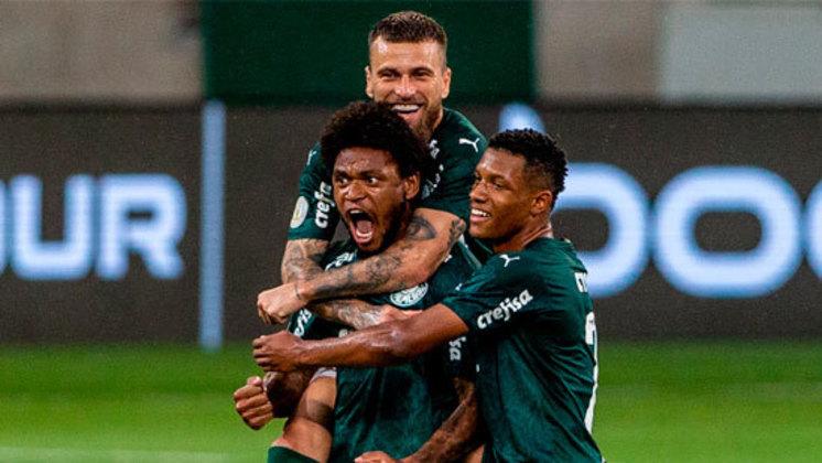 Palmeiras 1 x 0 Red Bull Bragantino - Campeonato Brasileiro 2020 - A posição de Luiz Adriano no lance do gol era irregular, mas o VAR não flagrou impedimento por um ponto cego no tecnologia, que impossibilitou a constatação do erro.