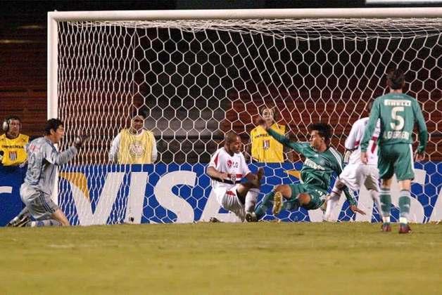 Palmeiras 1 x 1 São Paulo - Libertadores 2006: outro Choque-Rei nas oitavas de final da Libertadores. Na ida, empate por 1 a 1. Amoroso abriu para o Tricolor, e Edmundo empatou para o Verdão.