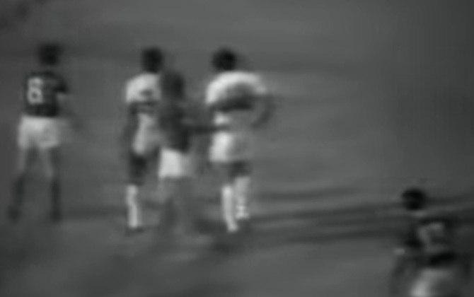 Palmeiras 1 x 2 São Paulo - Libertadores 1974: em outro jogo válido pela fase de grupos, nova vitória do Tricolor. O Alviverde saiu na frente com Ronaldo, mas Mauro Madureira e Chicão viraram para o Tricolor.
