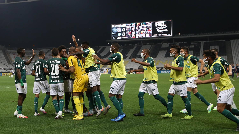Palmeiras se impôs em plena arena corintiana. Se forçasse, teria goleado
