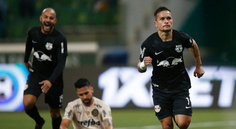 Artur, excelente atacante que o Palmeiras desperdiçou, marcou dois gols na goleada