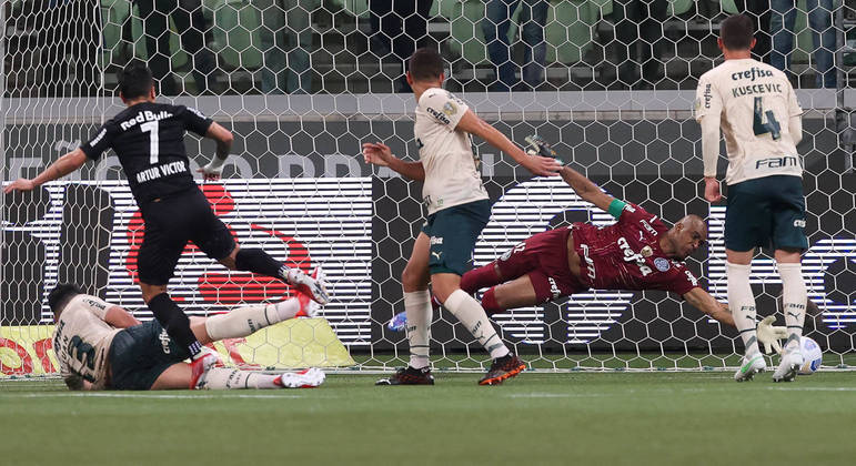 Palmeiras mostrou enorme fragilidade defensiva. Se não fosse Jailson, vergonha seria muito maior