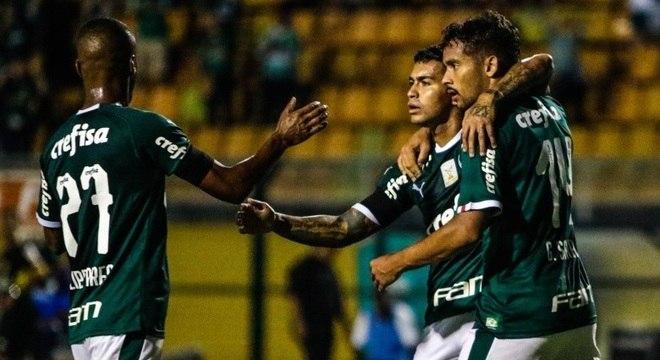 Dudu fez o 1º gol do Palmeiras na vitória sobre o Bragantino, no Pacaembu