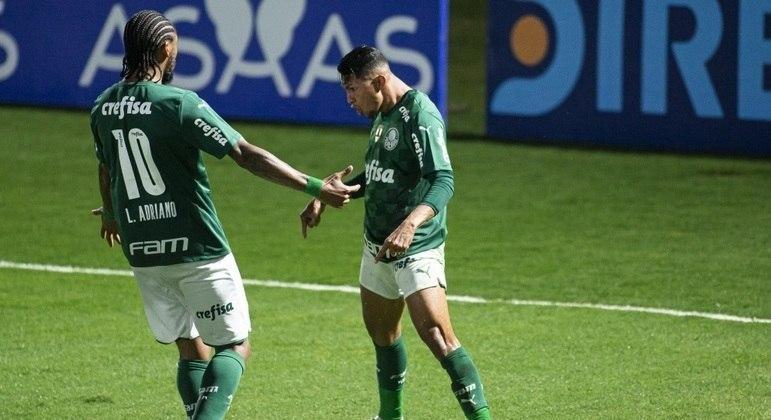 Luiz Adriano e Rony comemoram a importantíssima vitória. Time se impôs
