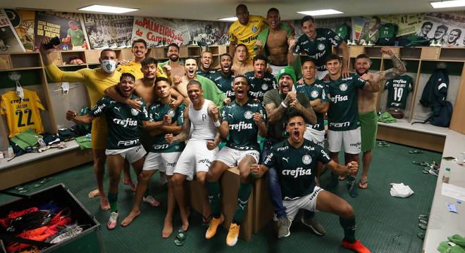 """Jogadores comemoram semifinal da Libertadores. """"A melhor equipe que treinei"""", Abel"""