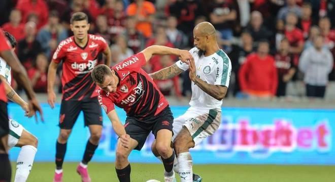 Marcação forte. O único mérito do Palmeiras. Falta de ambição pelo título