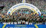 Palmeiras lidera a lista, com 15 títulos nacionais, sendo esses, 10 Brasileirões, 4 Copas do brasil e 1 Copa dos Campeões
