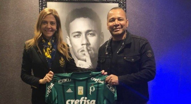 Leila tem ótima relação com o pai de Neymar. Sonha com o jogador no Palmeiras