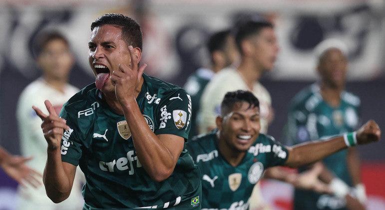 O versátil Renan marcou o gol da vitória aos 49 minutos do segundo tempo