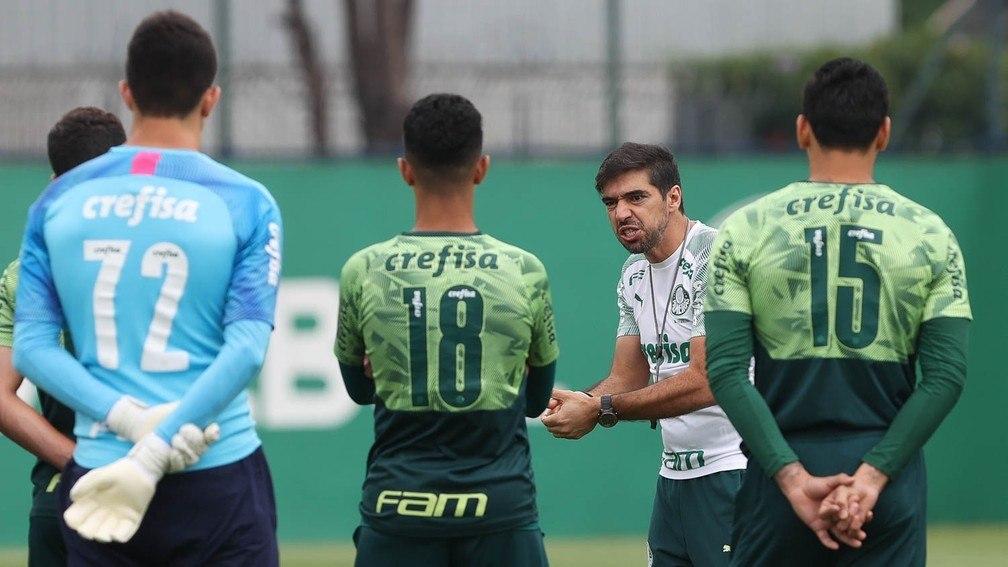 Abel Ferreira aprendeu com o vexame no Mundial. Seu elenco não é defensivo