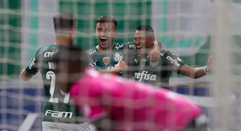Palmeiras fez o que quis contra um Independiente atônito. Não esperava tanta intensidade